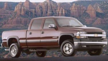 2001 GMC Sierra 1500HD vs 2001 Chevrolet Silverado 2500HD and 2001