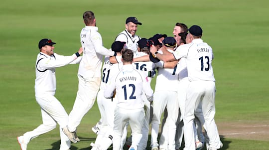 Ruthless Warwickshire clinch County Championship title