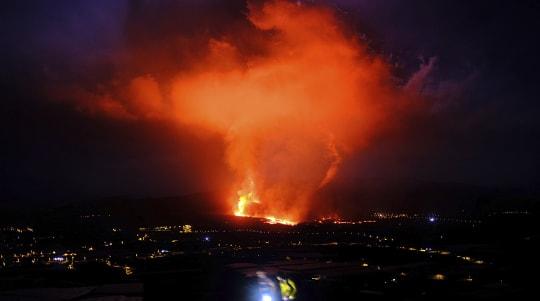 Flights cancelled over volcanic ash cloud over La Palma