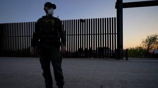 Texas gov. takes baton from Trump in border crackdown