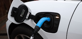 Electric vehicle push could see increase in automatic-only licences, says survey