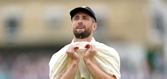 Warwickshire title hopes boosted by availability of Chris Woakes