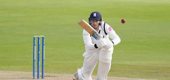 Danny Briggs stars as Warwickshire take edge in title push against Somerset