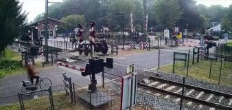 Woman's narrow escape on level crossing