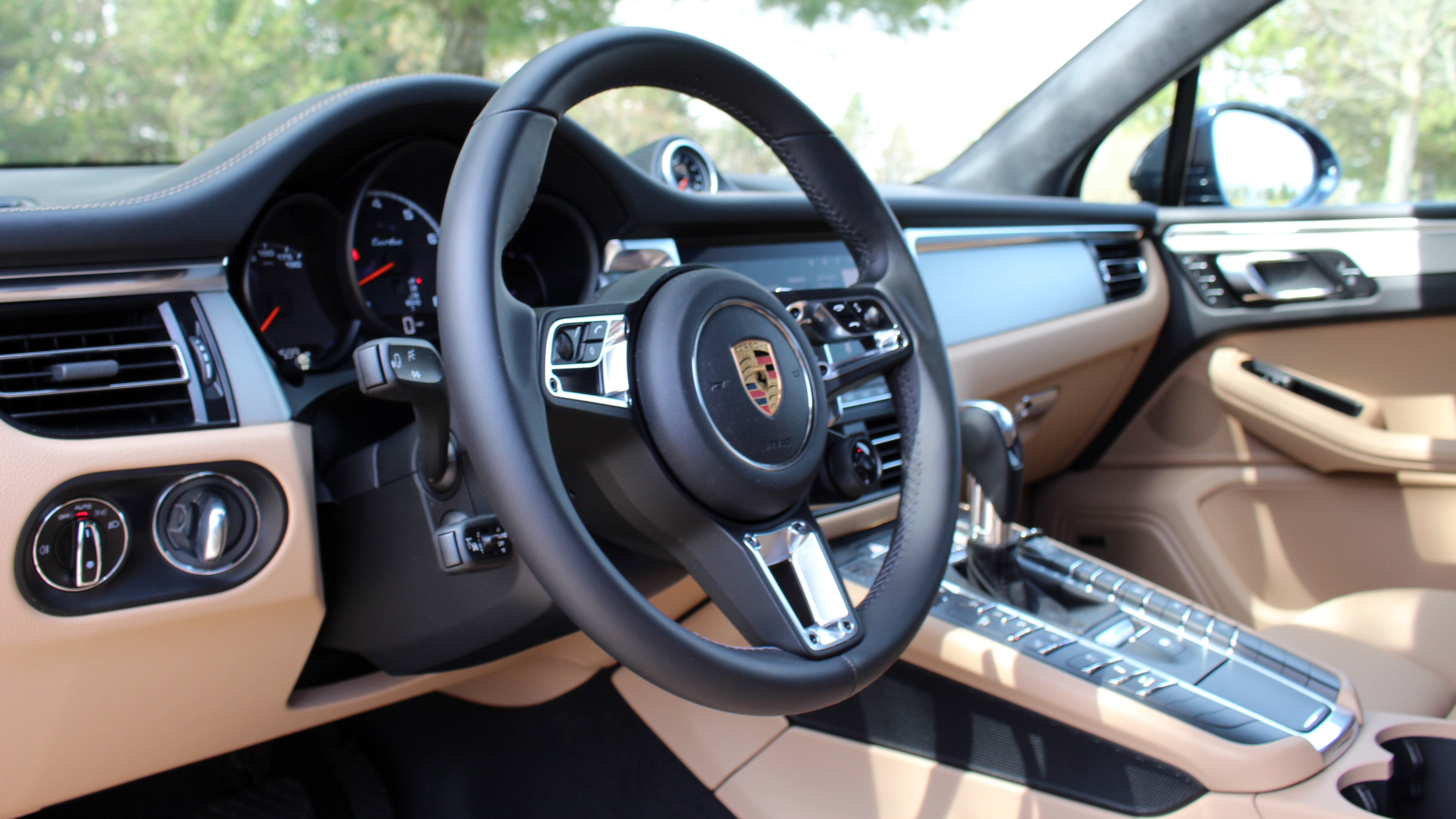 2020 Porsche Macan Turbo Interior Driveway Test Old And New School Autoblog
