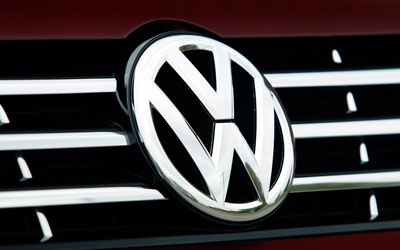 Cummins makes offer for VW's large engines unit, sources say
